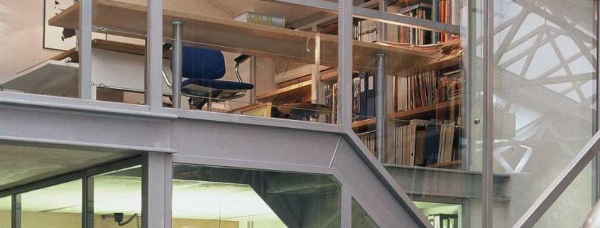 Gusto por el detalle. Estructura ligera de hierro galvanizado, cristal, y madera, hacen de La Nave un espacio atractivo.